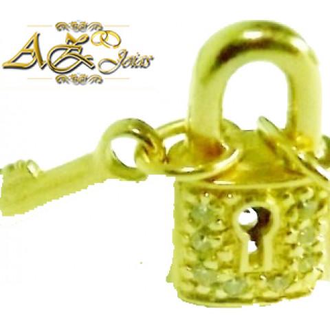 Pingente cadeado em ouro 18K - PG007