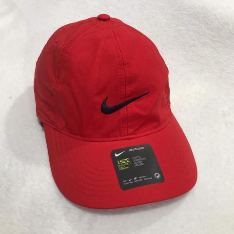 Boné TOMMY HILFIGER - Tamanho 10/12 anos. R$ 129,90 Nike ajuste velcro
