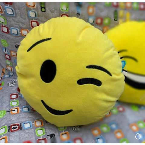 Almofada Emoji Piscadinha
