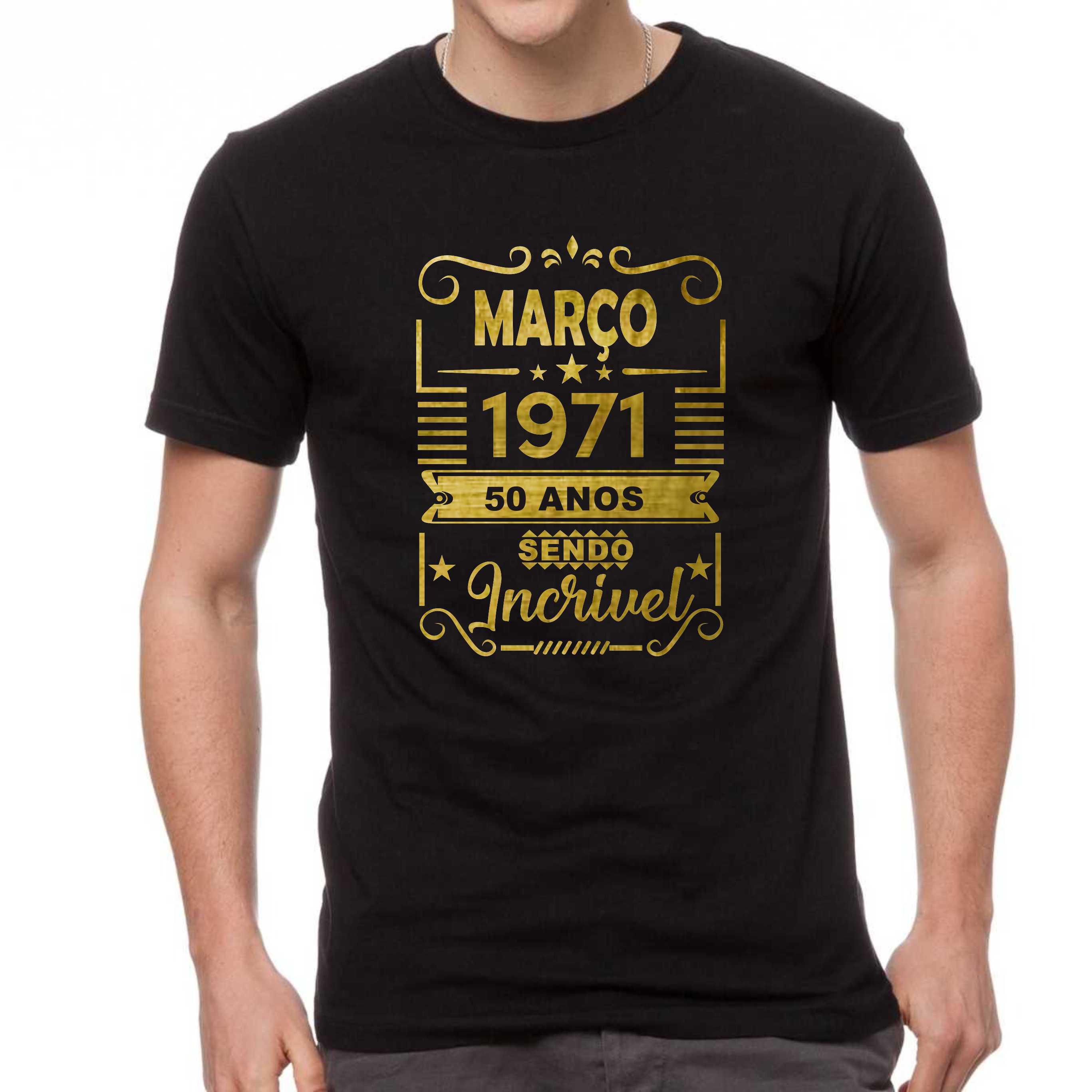 Camiseta Preta Cinquenta Anos Sendo Incrível Dourada Com Brilho