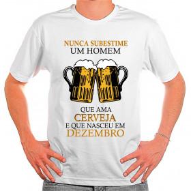 Camiseta Personalizada Nunca Subestime um Homem que Ama Cerveja