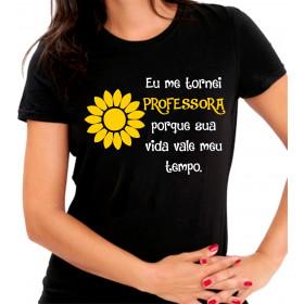 Camiseta Personalizada Preta Eu Me Tornei Uma Professora Porque Sua Vida Vale Meu Tempo