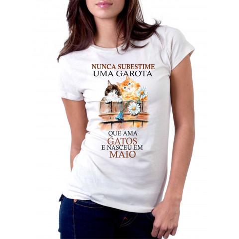 Camiseta Personalizada Nunca Subestime uma Garota que Ama Gatos - Escolha o Modelo