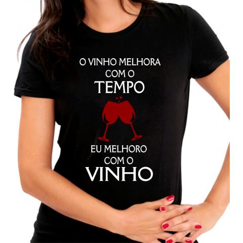 Camiseta Personalizada Preta O Vinho Melhora Com o Tempo Eu Melhoro Com O Vinho