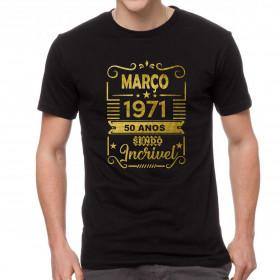 Camiseta Preta Cinquenta Anos Sendo Incrível Dourada - Escolha o Ano
