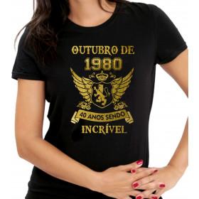 Camiseta Feminina Preta Sendo Incrível Dourada - Escolha o Mês Ano Idade