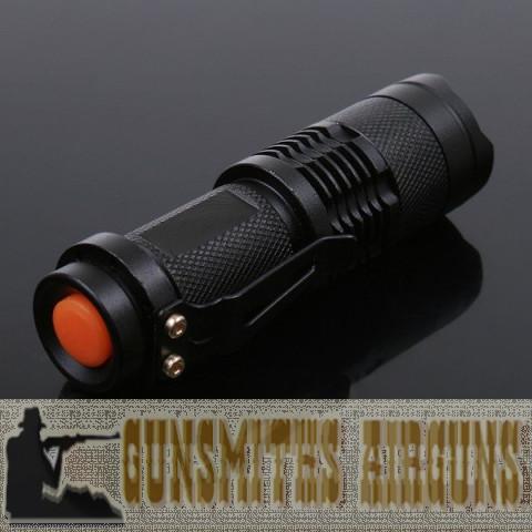 MINI LANTERNA TÁTICA LED Q5 2000 WATTS 5600 LUMENS ZOOM 1 X 2000