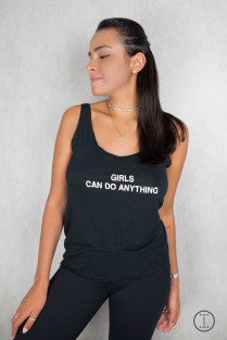 BLUSA REGATA GIRLS CAN DO ANYTHING PRETA