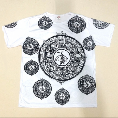 JA050 - Camiseta Branca (Escudo e Ferramentas Orixás)