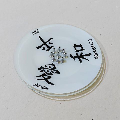 H1045 - Incensário De Vidro 9 Pontos Kanji Branco