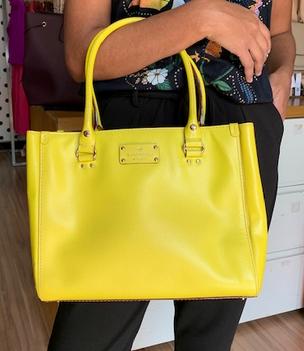 Bolsa Kate Spade amarela neon