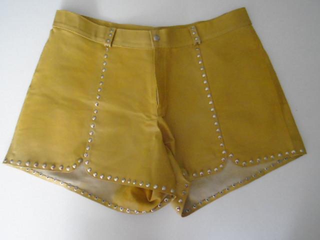 SALE- Short em couro amarelo, 42
