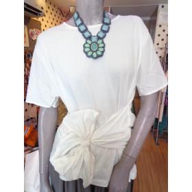 Blusa branca super estilosa