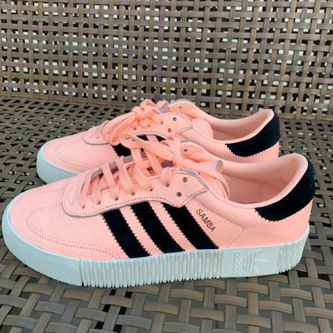 Tênis Adidas US 8- calça 37
