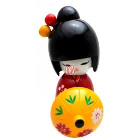 Boneca kokeshi oriental vermelha