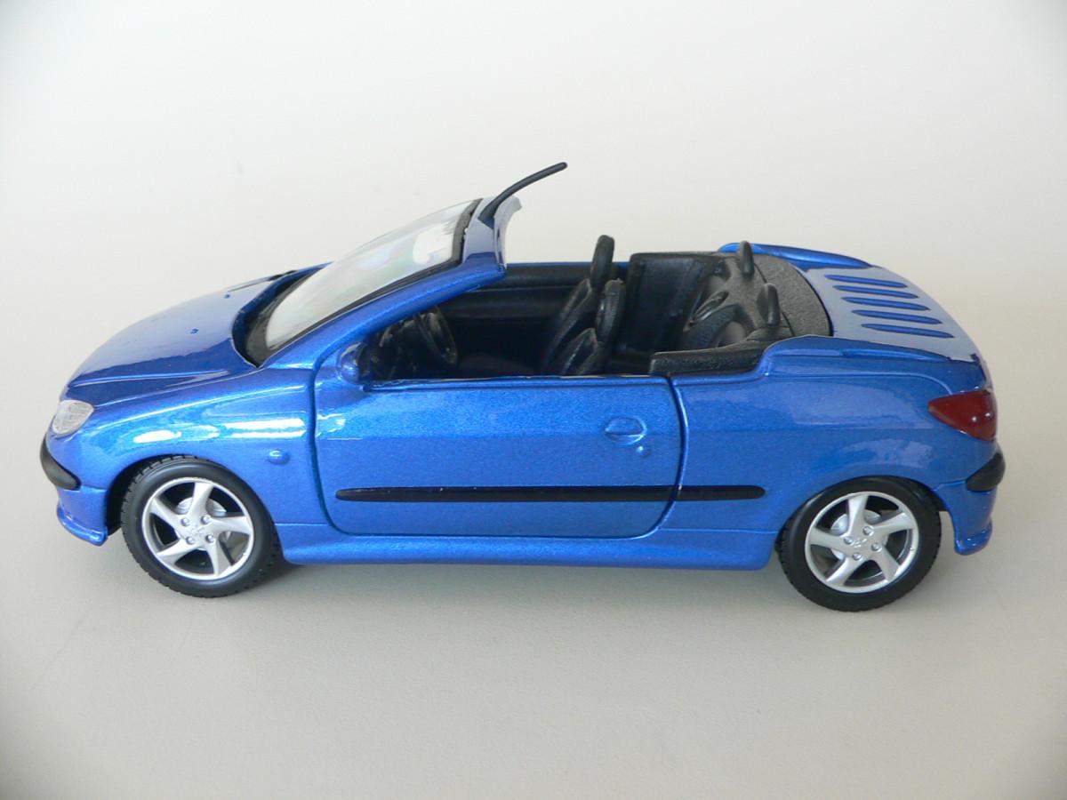 Peugeot 206 Cc Azul Conversivel Maisto 1 24 Nau Pirata