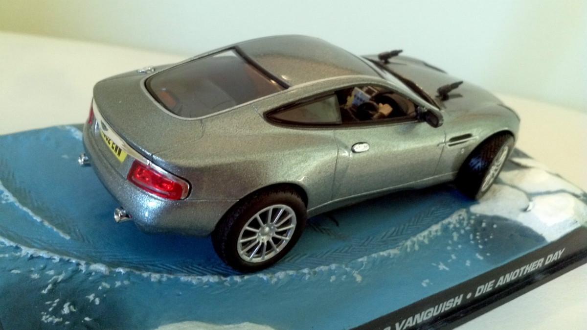 Aston Martin Vanquish V12 007 com James Bond Die Another Day 1:43 IXO