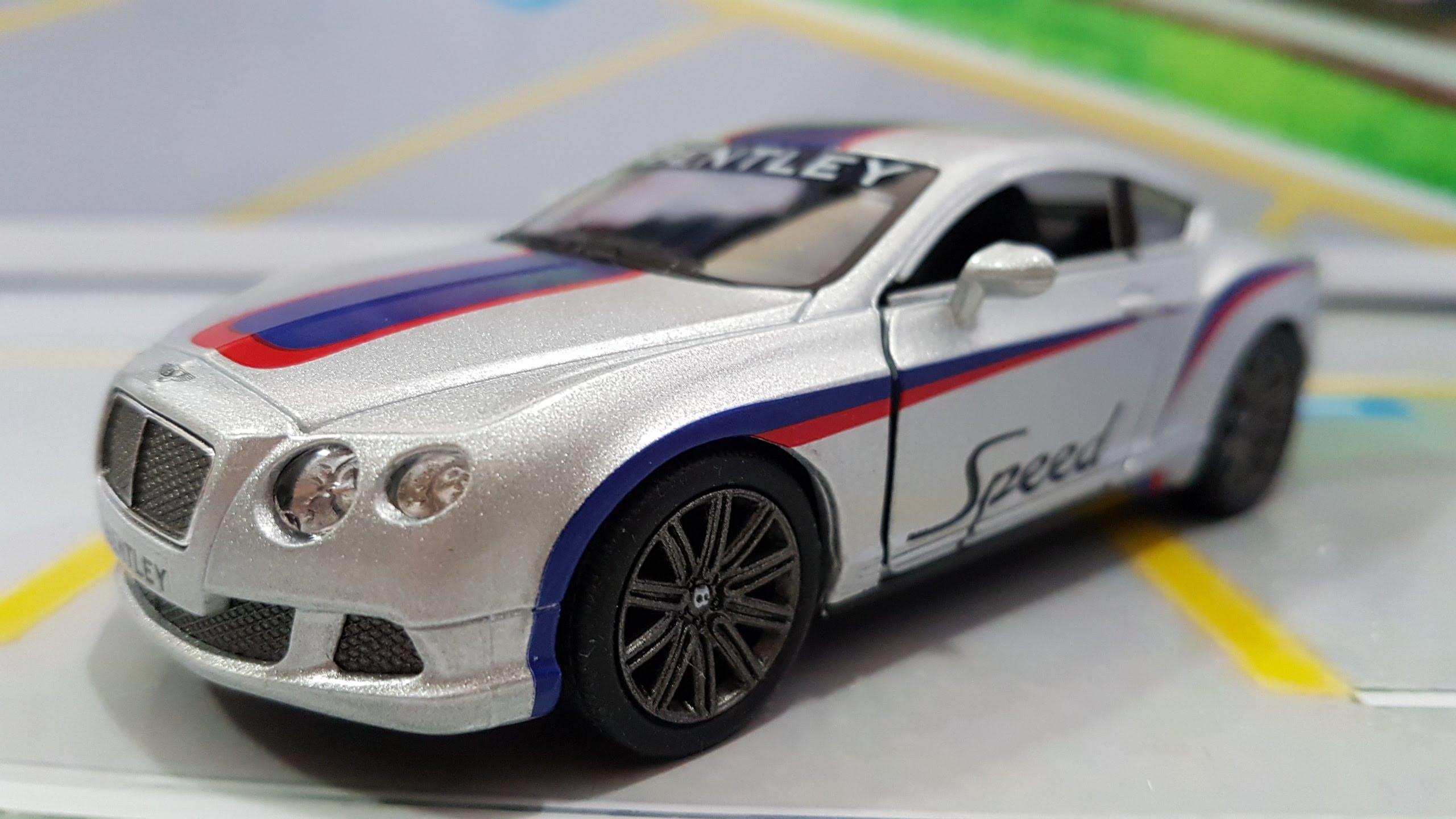 Bentley Continental GT Speed 2012 Prata com faixa Azul 1:38 Kinsmart