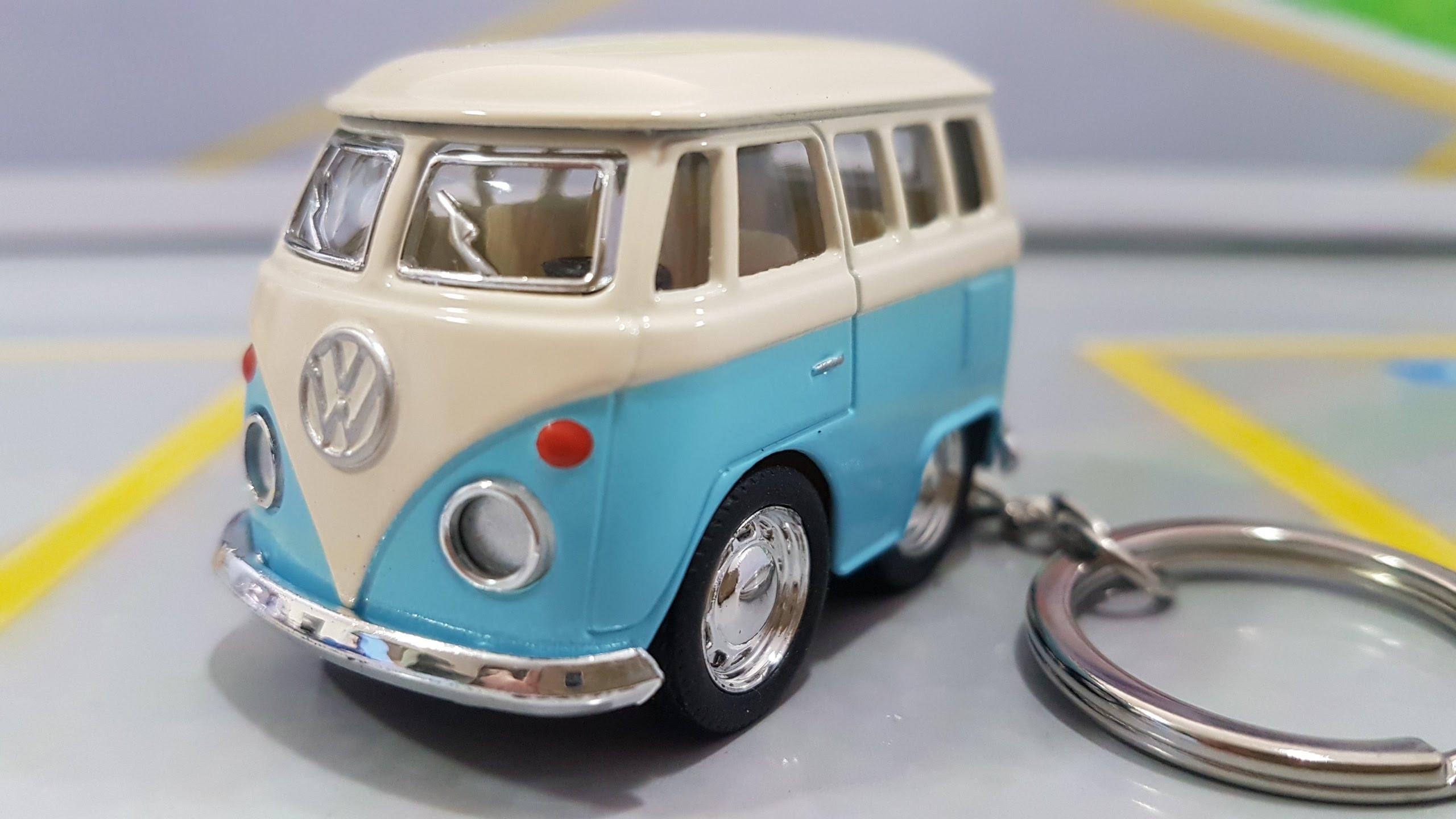 Chaveiro VW Mini Kombi Classical Bus Azul Bebê 1:72 Kinsmart