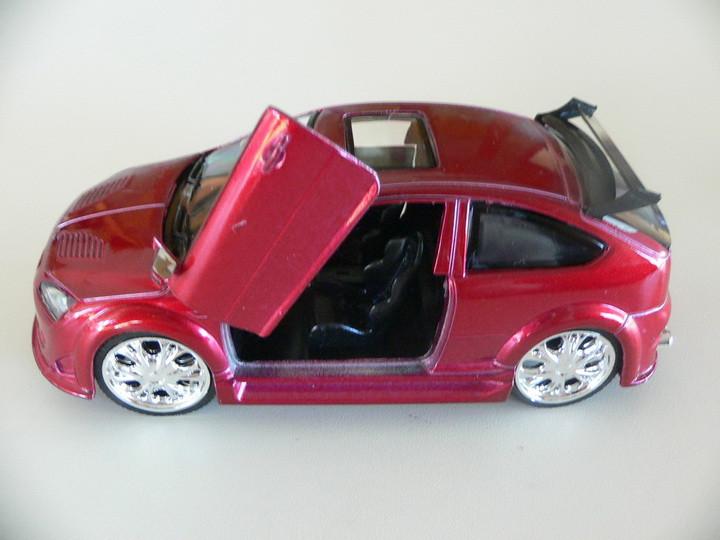 Ford Focus Tuning Vermelho Saico 1:32