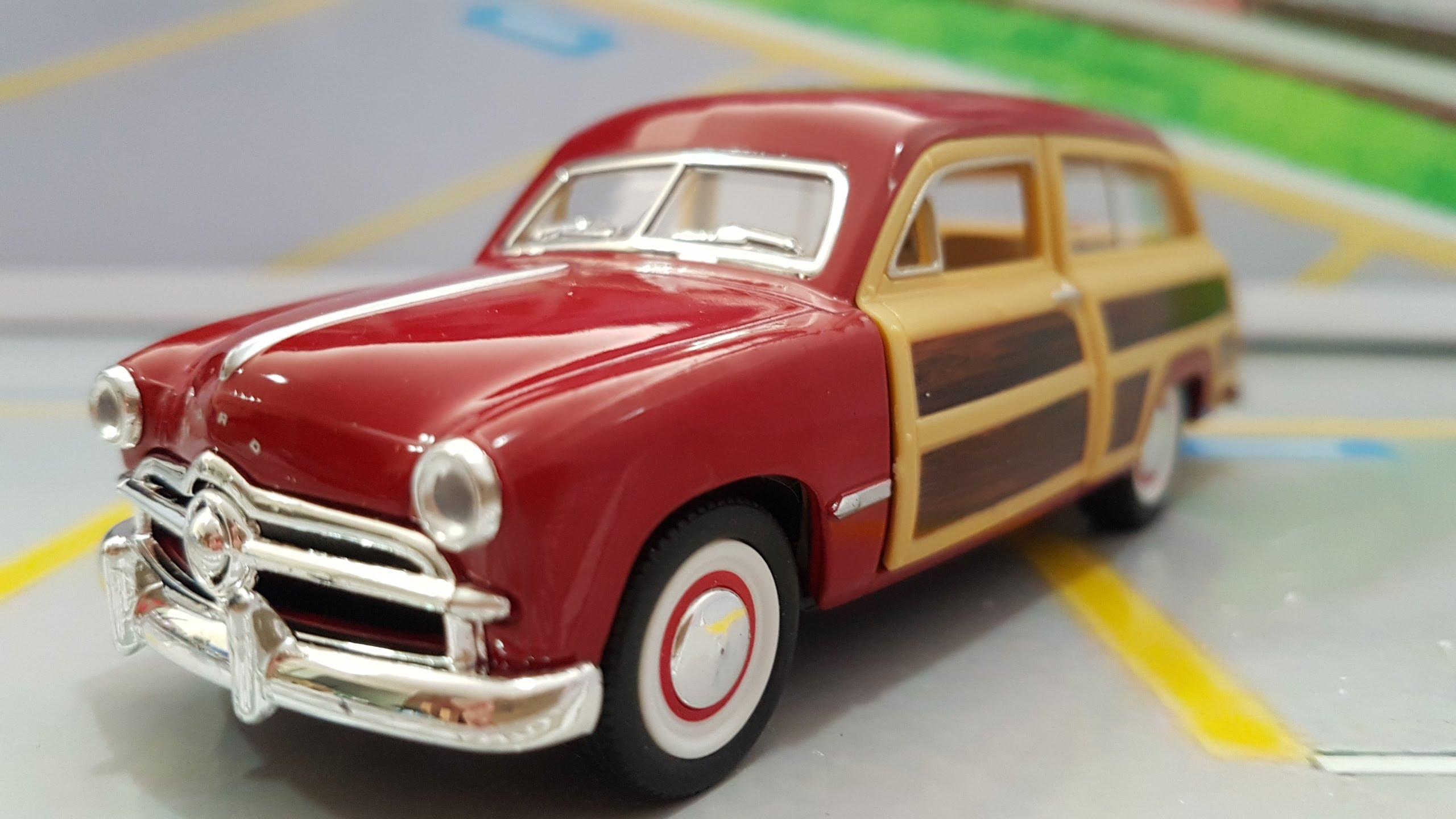 Ford Woody Wagon Vermelho 1949 Kinsmart 1:40