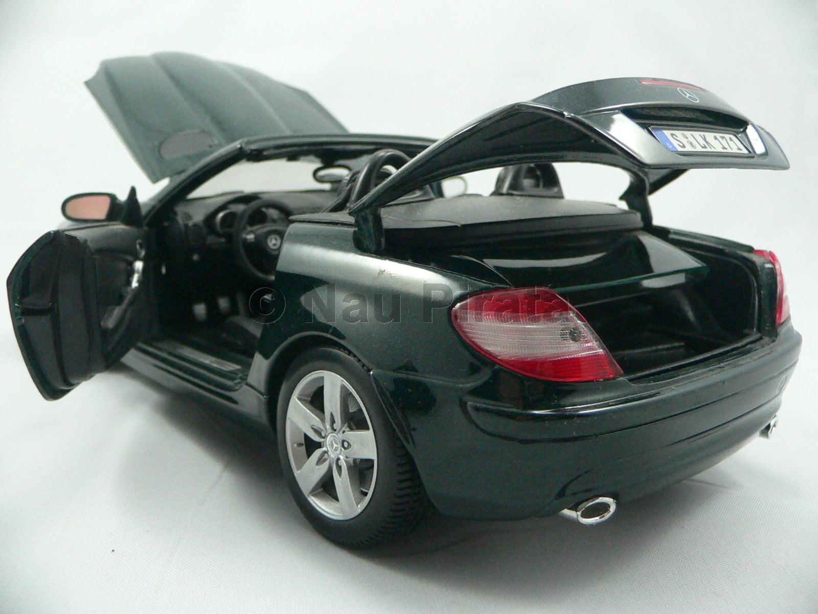 Mercedes SLK 200 Verde 2011 Semi Nova Maisto 1:18