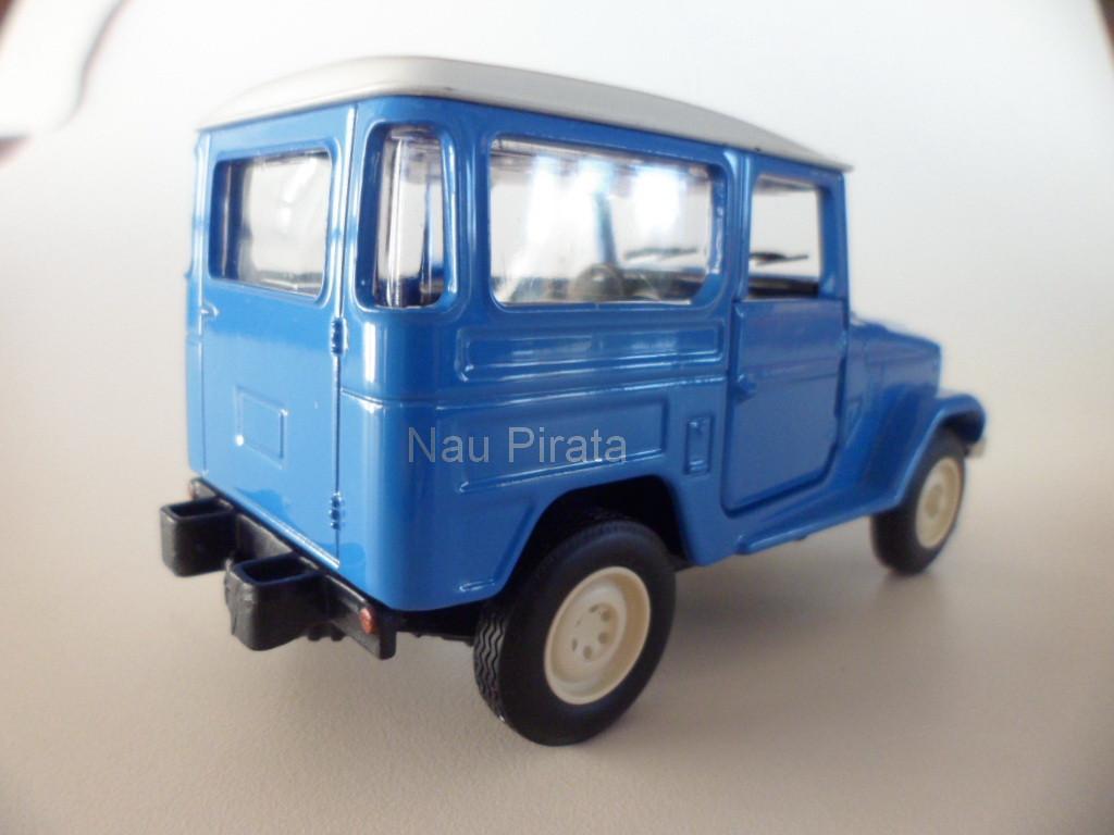 Miniatura Clássico Nacional Toyota Bandeirantes 1979 1:38