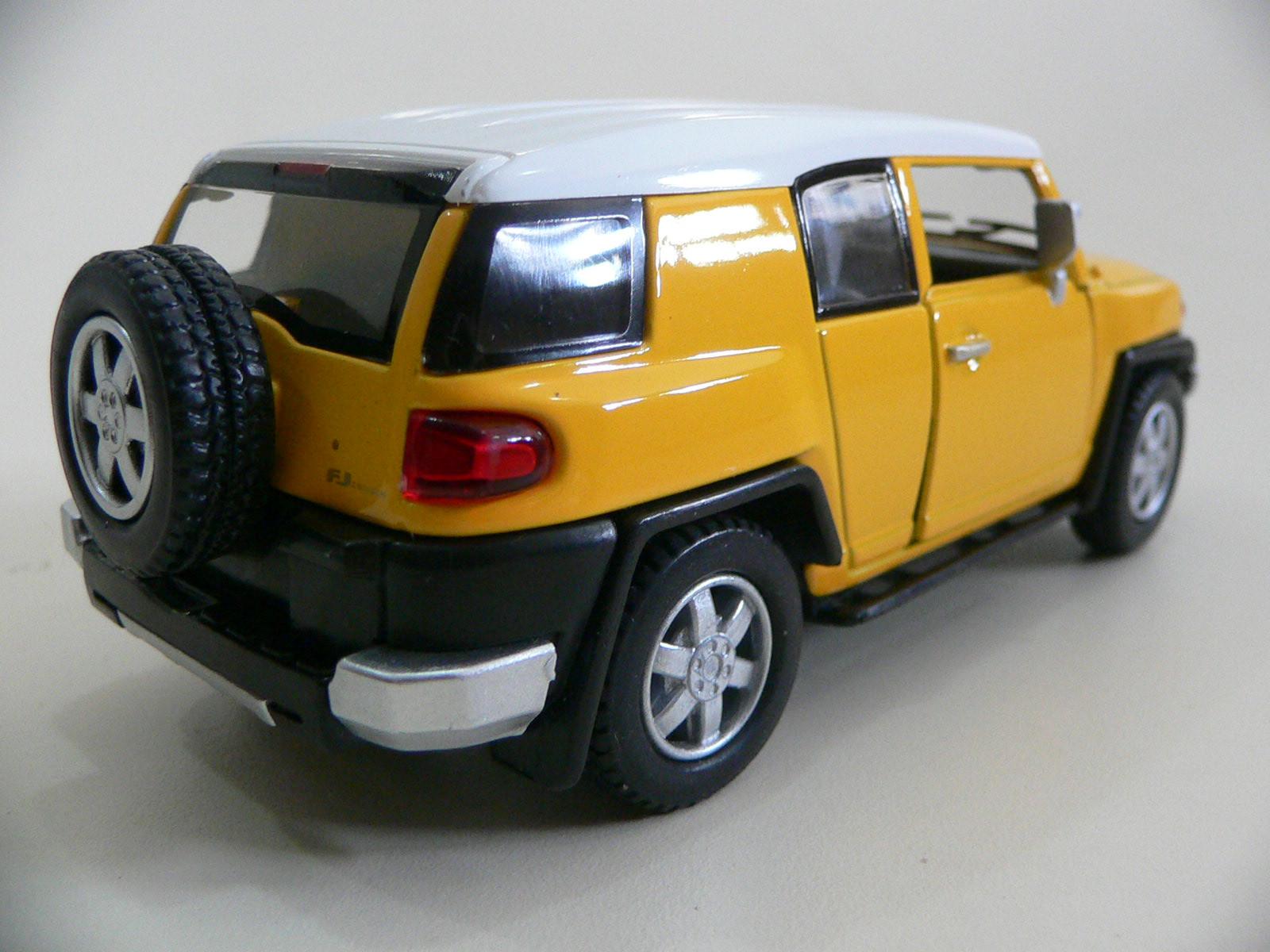 Toyota FJ Cruiser Amarela Kinsmart 1:36