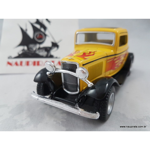 Ford 3-Window Coupé 1932 Amarelo com Chamas 1:32 Kinsmart