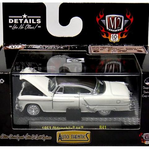 1953 Oldsmobile 98 Branco 1:64 Auto-Thentics