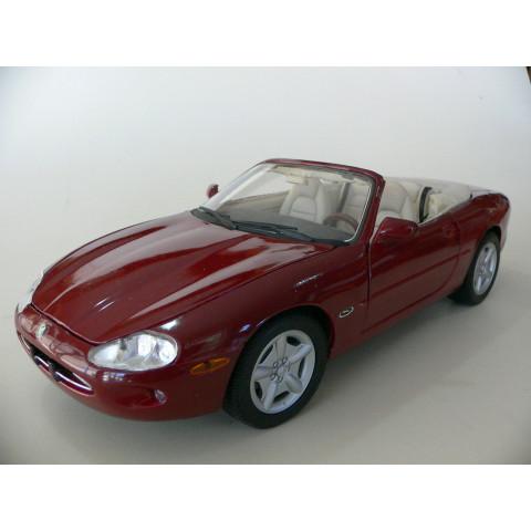 Jaguar XK8 1996 Vermelho Maisto 1:18
