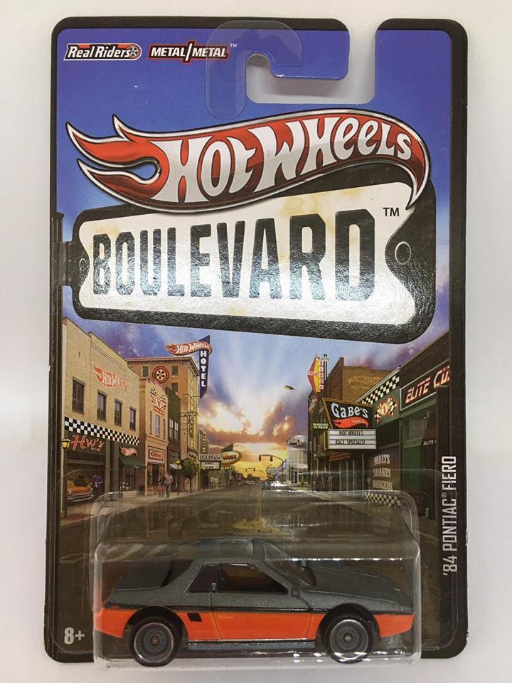 Hot Wheels - 84 Pontiac Fiero Cinza - Boulevard