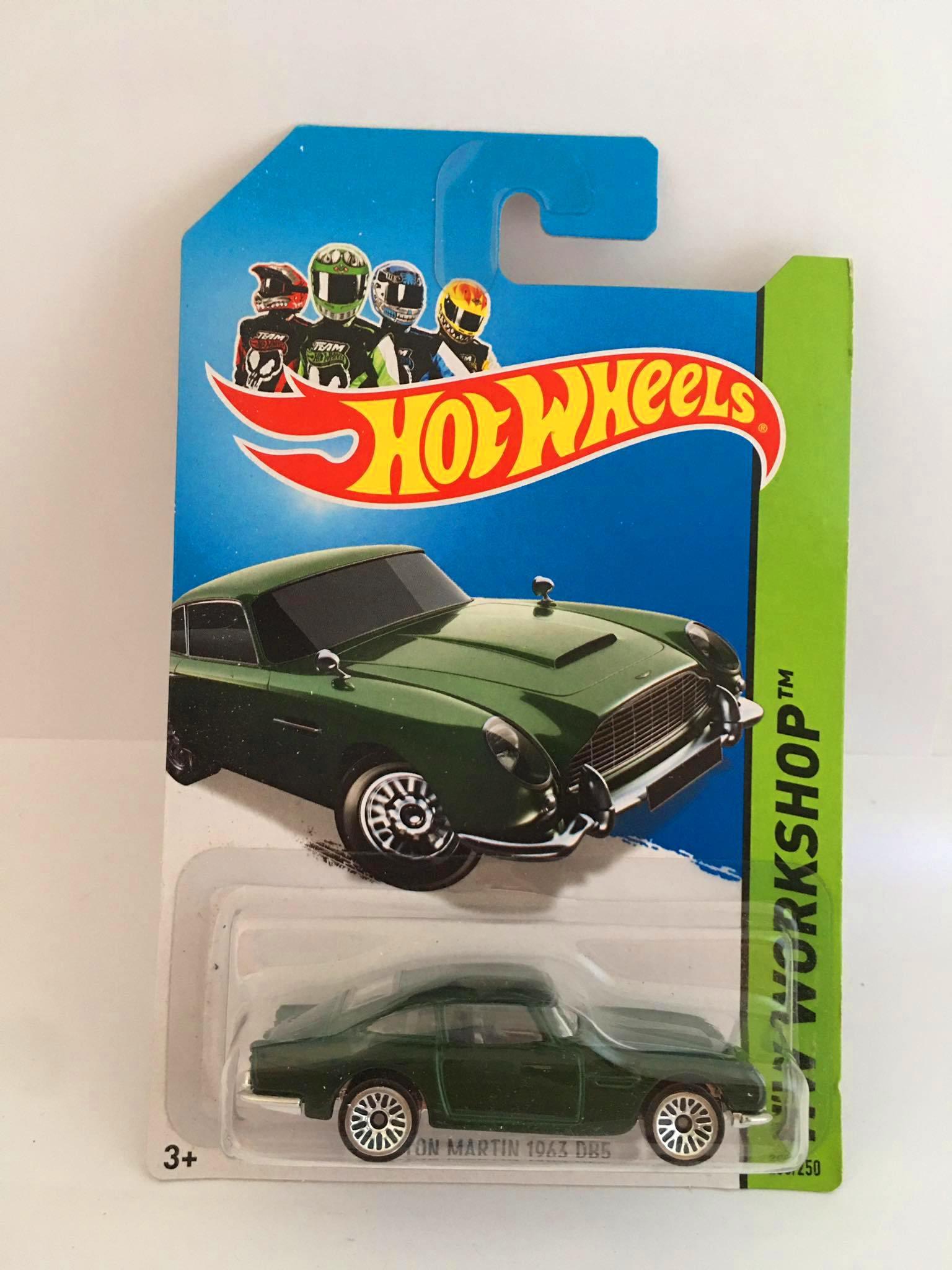 Hot Wheels - Aston Martin 1963 DB5 Verde - Mainline 2014