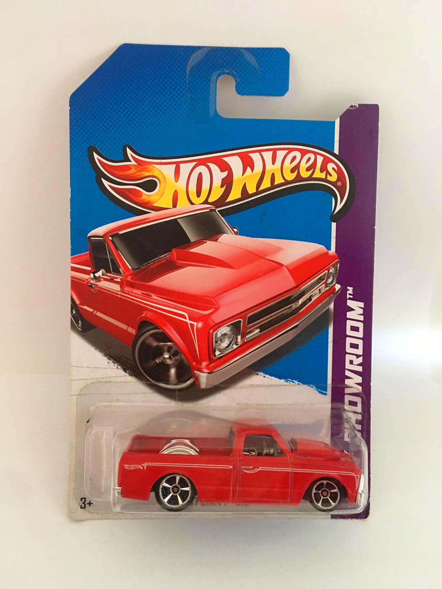 Hot Wheels - 67 Chevy C10 Vermelho - Mainline 2013