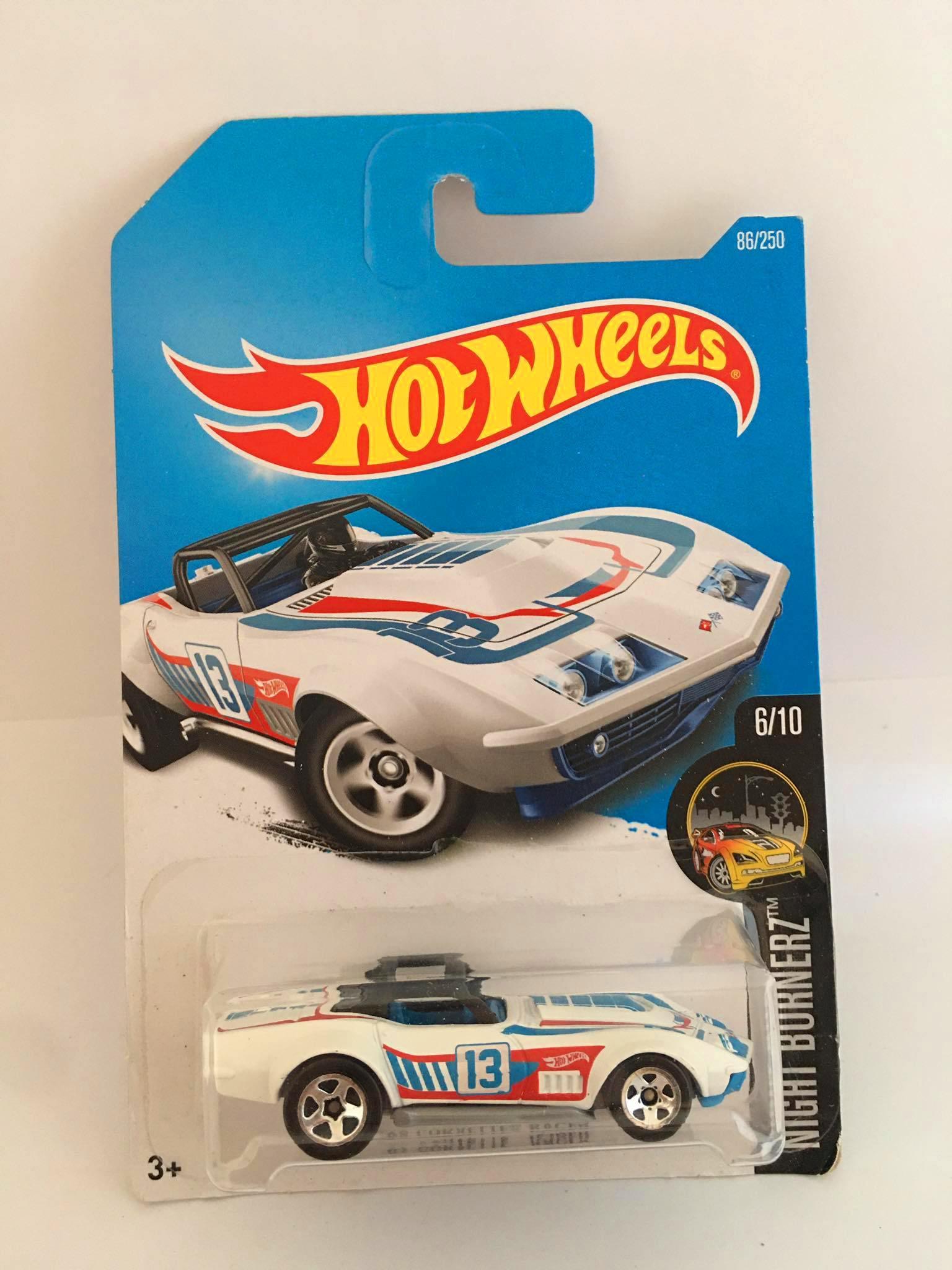 Hot Wheels - 69 Corvette Racer Branco - Mainline 2016