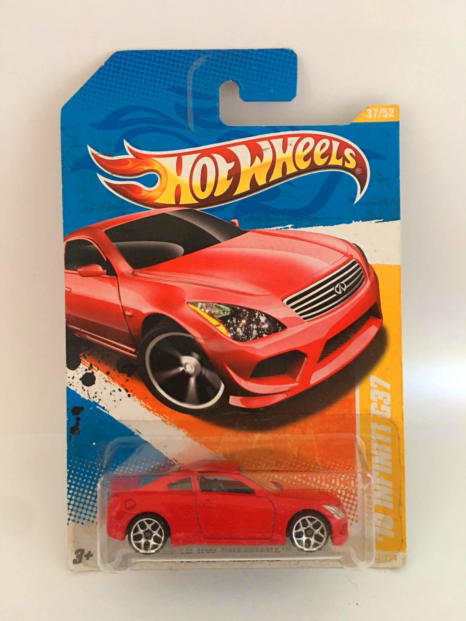 Hot Wheels - 10 Infiniti G37 Vermelho - Mainline 2010