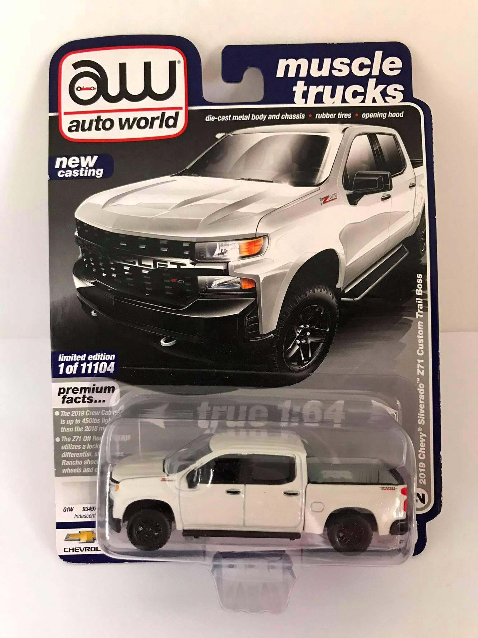 Auto World - 2019 Chevy Silverado Z71 Custom Tail Boss Branco - Muscle Trucks