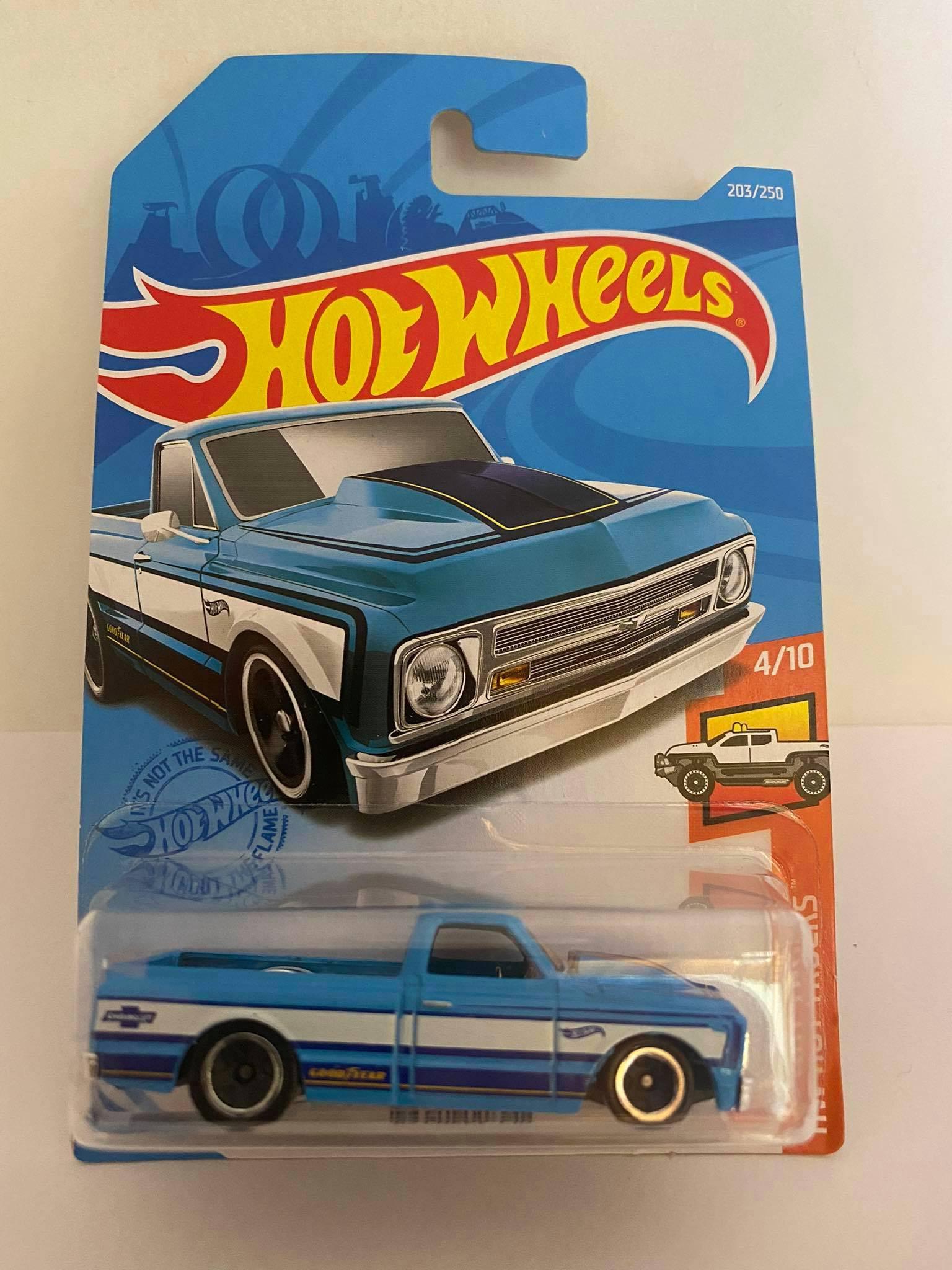 Hot Wheels - 67 Chevy C10 Azul - Mainline 2021