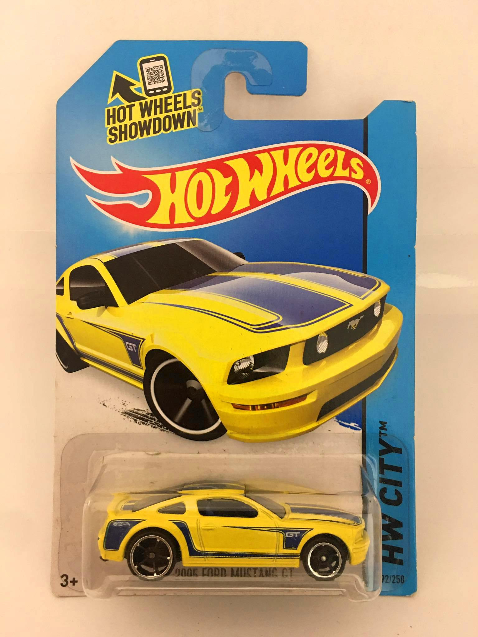 Hot Wheels - 2005 Ford Mustang GT Amarelo - Mainline 2014