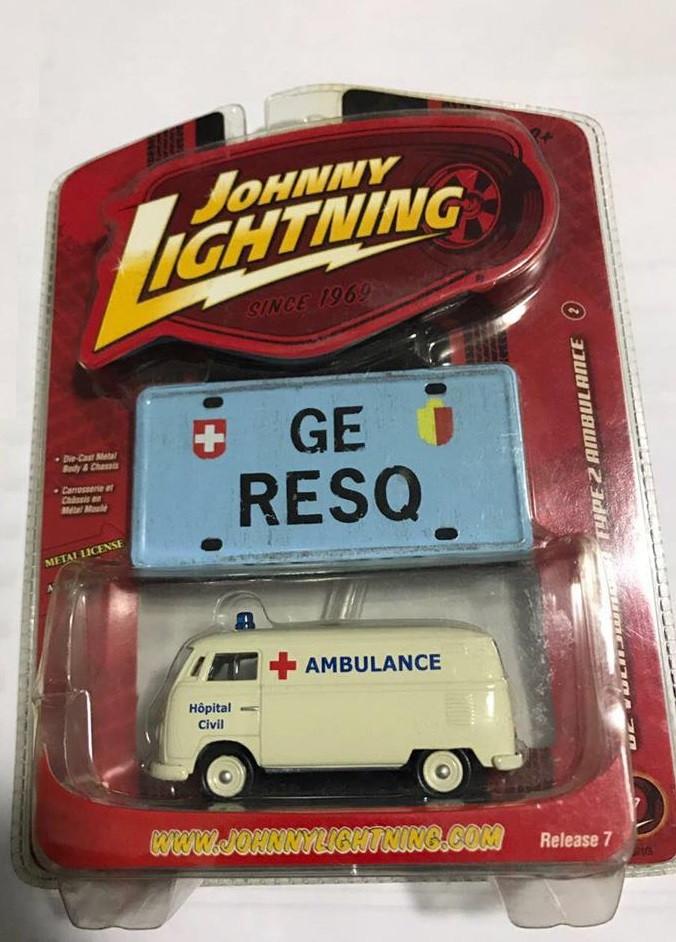 Johnny Lightning - 62 Volkswagen Type 2 Ambulance - GE RESQ - Working Class