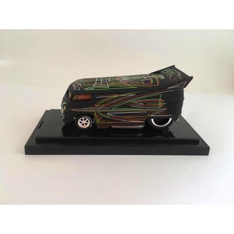 Liberty Promotions - Surfin Series VW Bus #10 Freaky Tiki VW Drag Bus - Limitado em 800 Peças