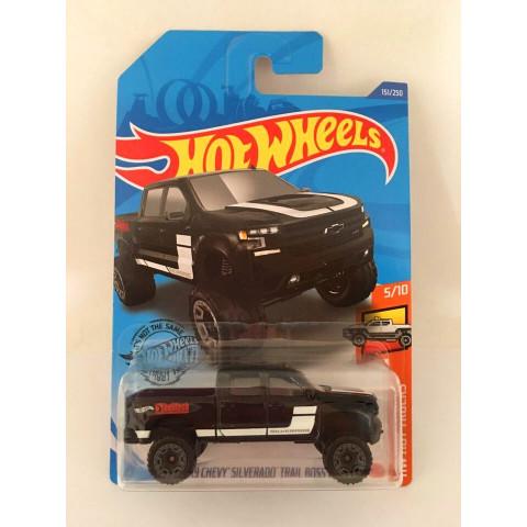 Hot Wheels - 19 Chevy Silverado Trail Boss Lt Preto - Mainline 2020