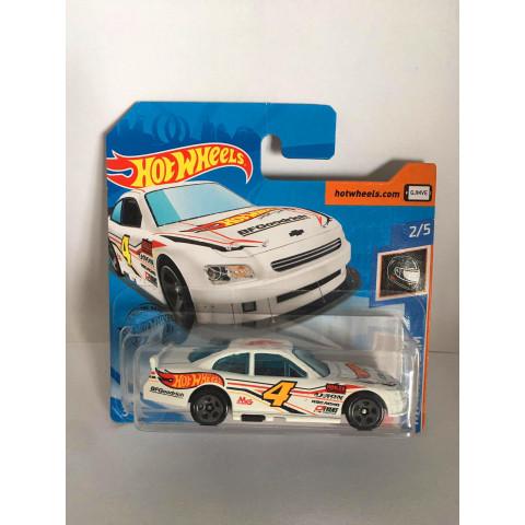 Hot Wheels - 2010 Chevy Impala Branco - Mainline 2021