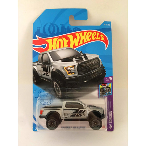 Hot Wheels - 17 Ford F-150 Raptor Cinza - Mainline 2021