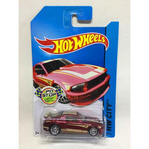 Hot Wheels - 07 Ford Mustang Vermelho - Treasure Hunt Super 2014