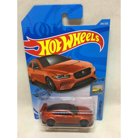 Hot Wheels - Jaguar XE SV Project 8 Laranja - Mainline 2019