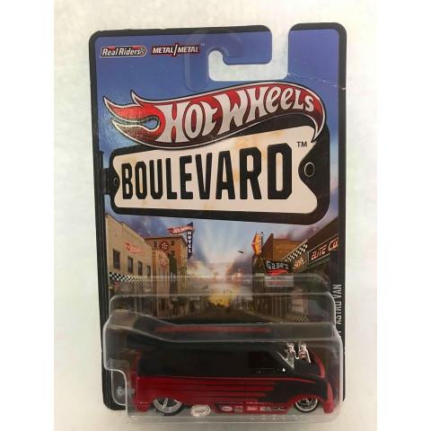 Hot Wheels - 85 Chevy Astro Van Vermelho/Preto - Boulevard 2013