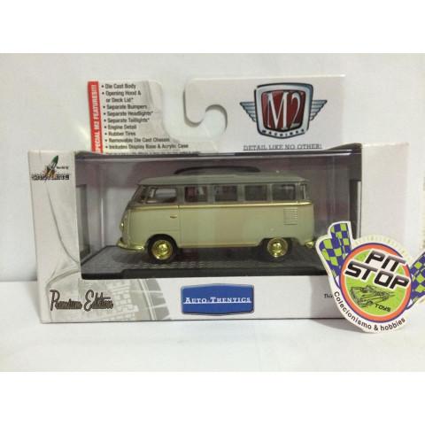Chase - M2 Machines - 1958 VW Microbus 15 Window USA Model Creme - Auto-Thentics - Exclusivo Walmart