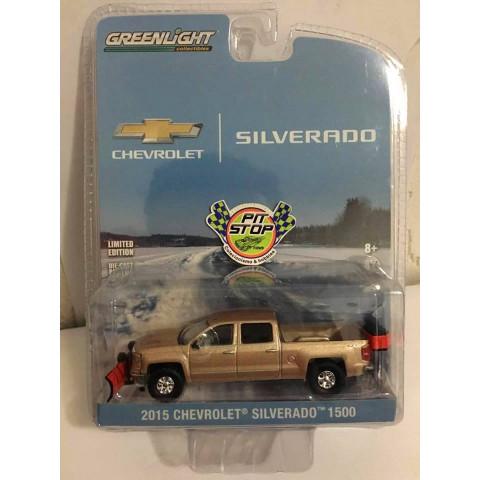 Greenlight - 2015 Chevrolet Silverado 1500 - Snow Plow and Salt Spreader - Hobby Exclusive - Silverado