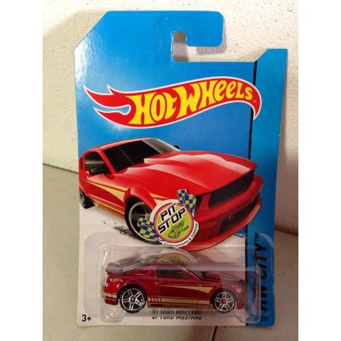 Hot Wheels - 07 Ford Mustang Vermelho - Mainline 2014